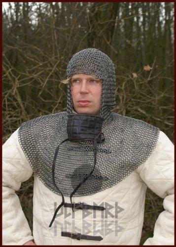 Ulfberth Kettenhaube aus Federstahl mit quadratischem Mundschutz, ID8mm Schaukampftauglich