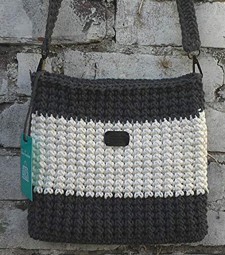 Exklusive gestrickte Hobo-Tasche. Grau-Weiße Umhängetasche.Praktische, bequeme und leichte stricktasche mit Futter, Innentasche und Magnetknopf