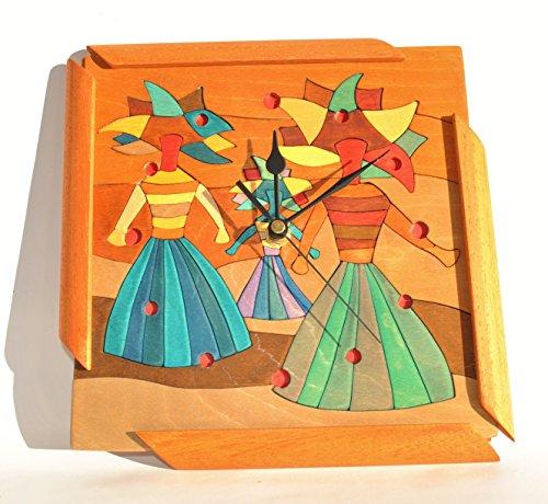 Reloj de pared de madera de abedul con incrustaciones de colores