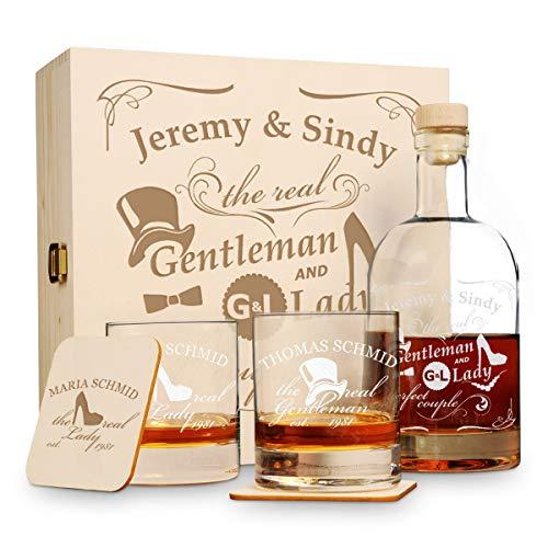 6 tlg Geschenk-Set in Holzkiste mit Gravur - 2 Whiskygläser, 2 Untersetzer und Whisky-Karaffe in Geschenk-Box - Individuelles Geschenkidee für Paare zur Hochzeit - Motiv Gentleman and Lady