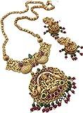 Elaborar con amor una cadena chapada en oro para uso diario.