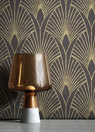 NEWROOM Tapete Schwarz Vliestapete Pfauenfeder - Mustertapete Modern Gold Blätter Ornamente Retro Grafisch 50er Art Glamour inkl. Tapezier-Ratgeber