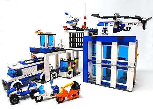 Baustein, stazione di polizia, grande guardia della polizia con auto della polizia, elicottero della polizia, moto