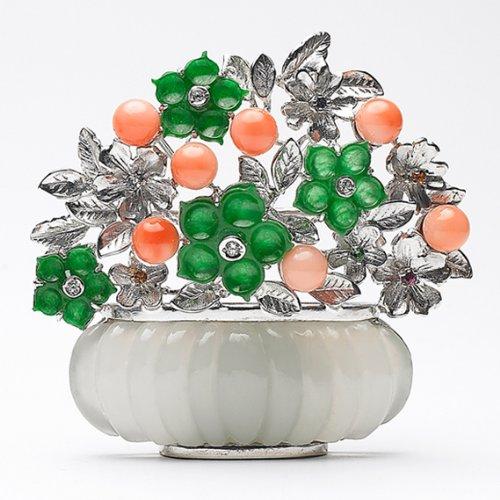 Weiße Jade Brosche aufwendig verarbeitet von Meisterhand Steinkoralle Sterling Silber Kette Glücksbringer Korea