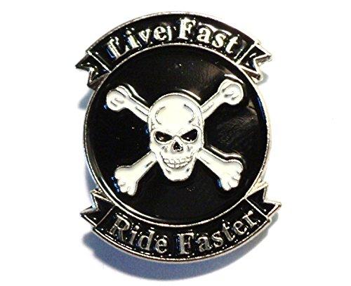 """Emaille-Anstecker """"Live Fast Ride Faster"""" (dt. Lebe schnell, fahre schneller), Totenkopf und Knochenkreuz, Metall, Motorrad"""