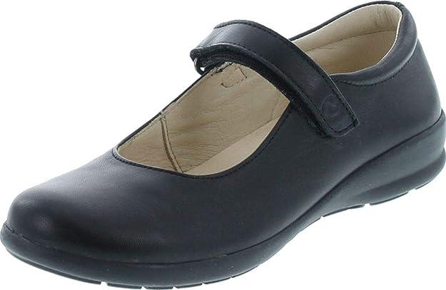 Fits Narrow and Medium Feet