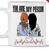 Grey's Anatomy You Are My Person. Gadget Mug Greys anatomy Tribut in Meredith Grey und Cristina Yang. Auch als originelle und witzige Geschenkidee