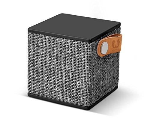 Fresh 'n Rebel Speaker Rockbox Cube Fabriq Edition, Altoparlante Bluetooth portatile 3W, mini cassa senza fili in tessuto, vivavoce integrato, Compatibilità Smartphone Tablet laptop e MP3, concrete, nero antracite