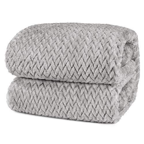 cama gris de la marca PAVILIA