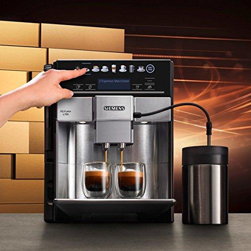 Mit der SIEMENS EQ.6 plus s700 erhalten Sie ein Gerät, mit dem Sie alle erdenklichen Kaffee-Varianten zubereiten können.
