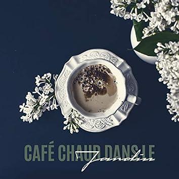 Café Chaud Dans le Jardin. Une Matinée Parfaite pour Commencer une Merveilleuse Journée