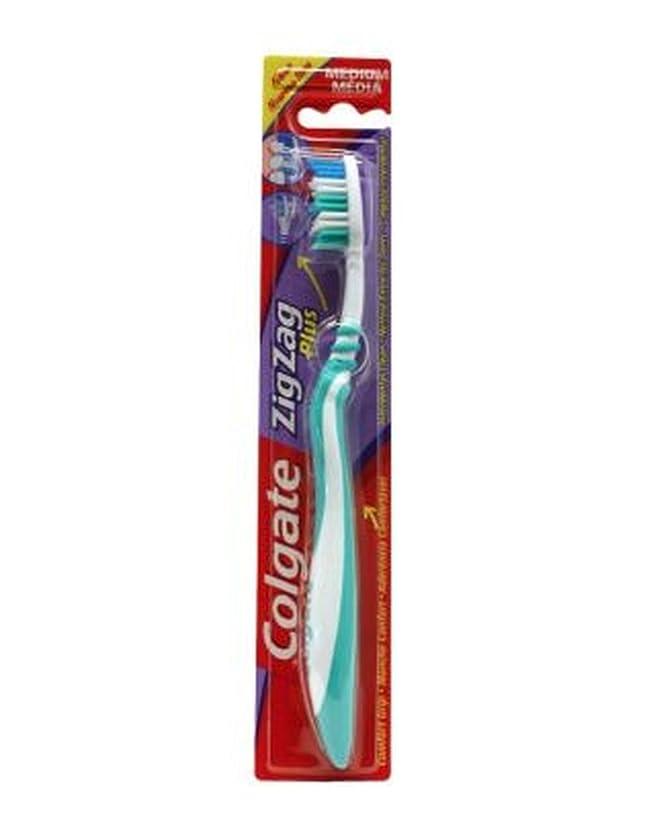不合格レンディション受け入れるColgate Zig Zag Plus Toothbrush Medium - コルゲートジグザグプラス歯ブラシ媒体 (Colgate) [並行輸入品]