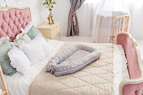 ComfortBaby ® multifunktionales Babynest (80 x 52 cm) Baby-Reisebett für Neugeborene. (GrauMitWeissenSternen)