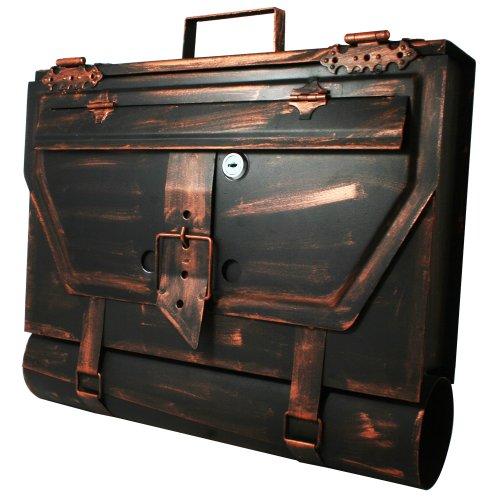 Antiker Briefkasten im Schulranzen oder Posttaschen Look