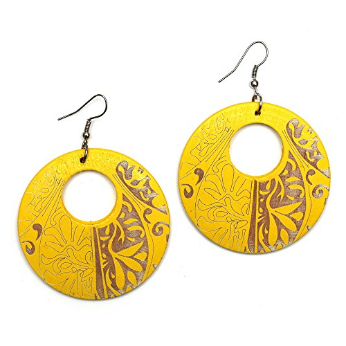 Idin Jewellery Orecchini pendenti rotondi in legno giallo incisi con motivo tribale