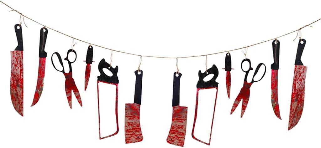 richingCAI Guirnalda colgante de armas sangrientas para Halloween, 12 piezas, cuchillos, tijeras, colgante de sierra con temática de zombi