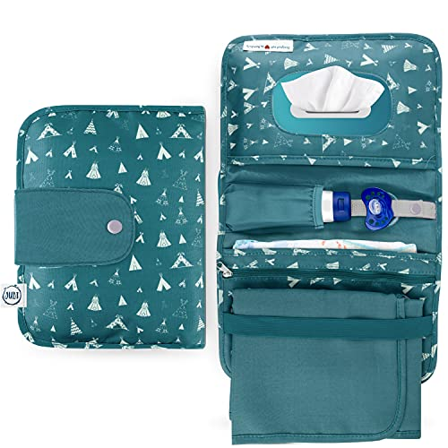 Jubi® Windeltasche mit Wickelunterlage für unterwegs mit extra viel Platz - Kleine Wickeltasche - Grün mit Tipis