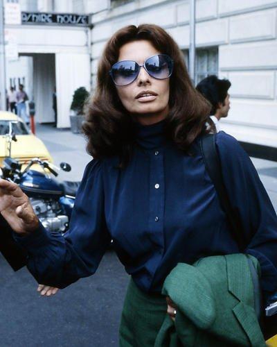 Sophia Loren 10x 8Werbe Foto Cool 1970offen in blau Bluse & Sonnenbrille