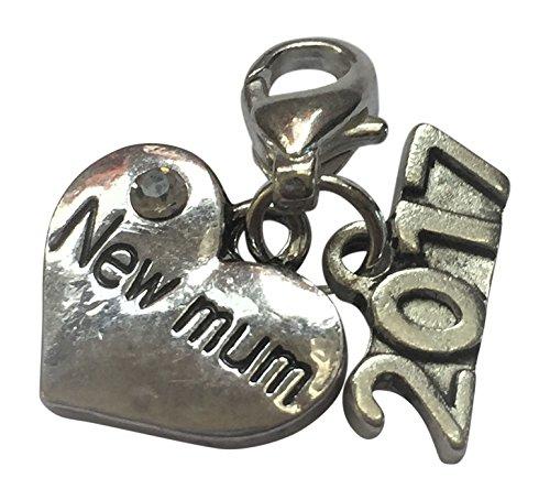 NEW Mum 2016 – Maman à être Clip sur panneau avec 2016 charmes dans un sac cadeau en organza par Libby de Place du Marché