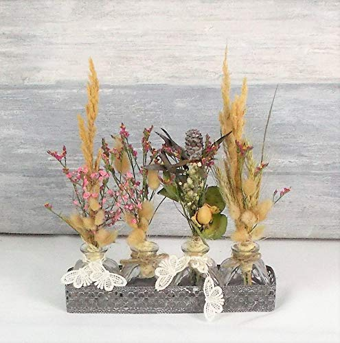 Trockenblumengesteck, Landhaus, Tischdeko, Sommerdeko in kleinen Glasvasen