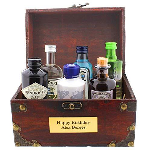 Die kultige Geschenkidee - 6 Flaschen Gin in witziger Piraten-Schatzkiste und mit Ihrer persönlichen Gravur als Party-Geschenk