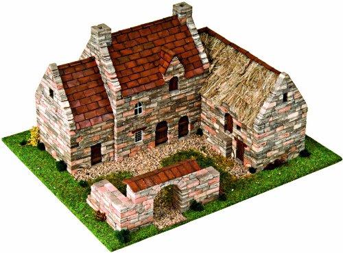 Modellino di treno case ed edifici residenziali