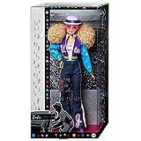 Barbie Signature poupée de collection Elton John aux cheveux blonds frisés portant un blouson coloré et un jean patte d'éléphant, jouet collector, GHT52