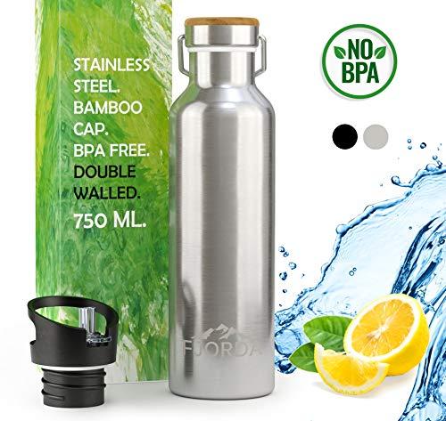 Fjorda Thermosflasche aus rostfreiem Edelstahl 750 ml - Bambusdeckel + EXTRA Aufsatz für Sport und Outdoor - Trinkflasche BPA frei und doppelwandig