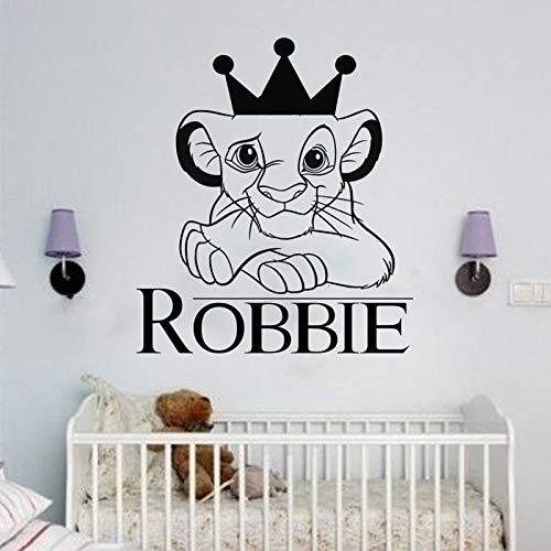 WOCAO Der König der Löwen mit Krone Wandtattoo Cartoon Simba Lion Vinyl Aufkleber personalisierte Name Wandtattoo Kinderzimmer Dekoration