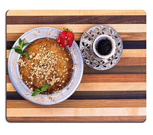 Luxlady Gaming Mousepad IMAGE ID: 22259735 Turkse Dessert Kunefe op een veelkleurige houten snijplank met Turkse koffie