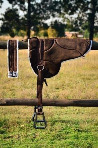 Cwell Equine Nuevo Antideslizante Fondo Micro Gamuza Bareback Sillín Pad con Contorno Libre y estribos Negro, MARRÓN (ROWN)…