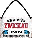"""Targa in metallo con scritta in lingua tedesca """"HIER WOHNT UN ZWICKAU Fan Targa da appendere per gli appassionati di calcio. Idea regalo 18 x 12 cm"""