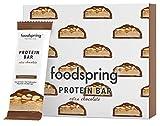 foodspring Protein Bar Extra Chocolate, Crunchy Peanut, 12 x 65g, une véritable barre chocolatée avec 90% de sucre en moins