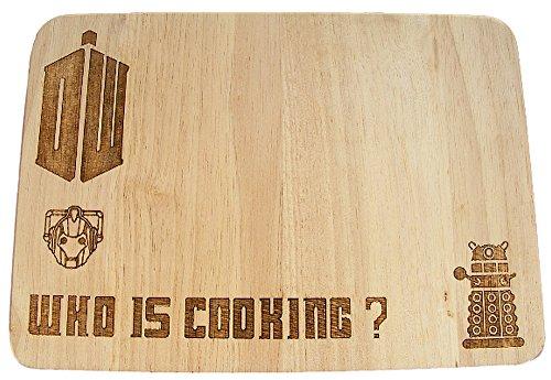 Schneidebrett aus Holz, Motivgravur Doctor Who Dalek Tardis Cybermen, Geschenkidee