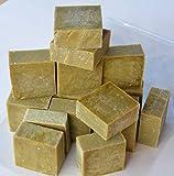 Lote de 16 a 18 jabones de Marsella en bruto, extrapuros, con aceite de oliva. Peso total mínimo: 1,4 kg