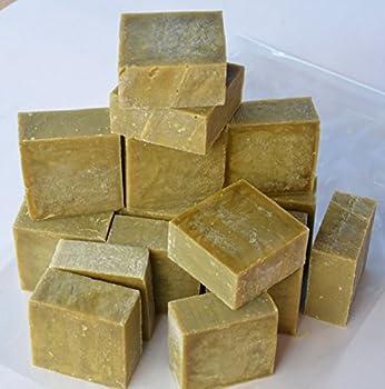 De 15 à 18 savons de 80g à 100g, Épaisser 3 cm X 7.5 X 7.5 cm Savon Brut 72% EXTRA PUR d'huile d'OLIVE 1.4 kg à 1.5 kg de savons de Marseille vert à l'huile d'olive selon la méthode traditionnelle