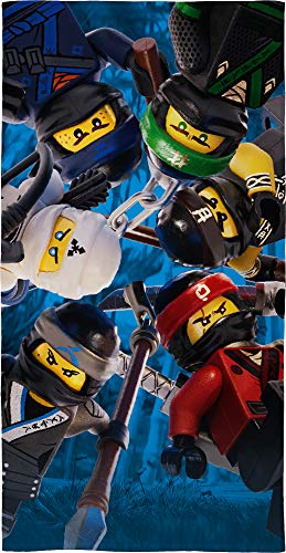 Lego Ninjago Kinder Badetuch Motiv Battle 70 x 140 cm - Strandlaken - Strandtuch - Handtuch - 100% Baumwolle - Cole - Jay - Kai - Lloyd - Zane - NYA - Misako - Sensai Wu passend zur Bettwäsche