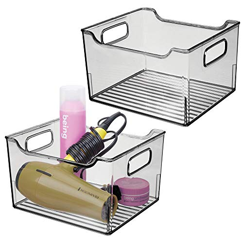 mDesign Juego de 2 cajas organizadoras con asas integradas – Organizador transparente con diseño atractivo – Contenedor plástico ideal como organizador de cosméticos para el baño – gris humo