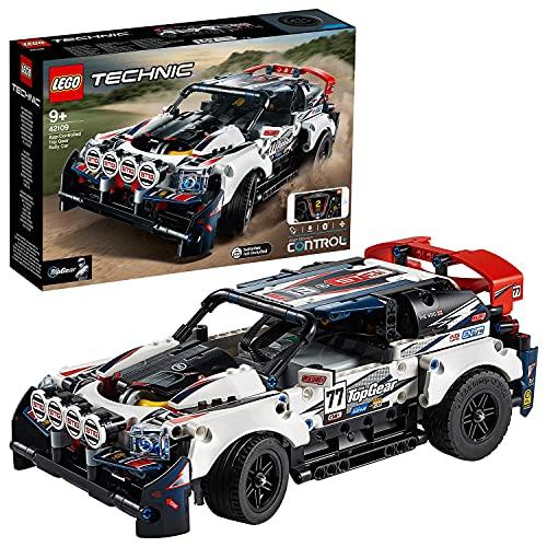 La voiture de rallye contrôlée