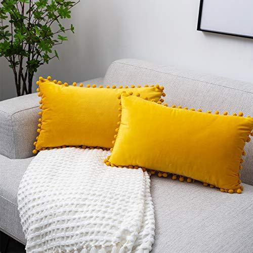 UPOPO Juego de 2 fundas de cojín de terciopelo con pompones, decorativas, de un solo color, para sofá, dormitorio, salón, 30 x 50 cm, color amarillo limón
