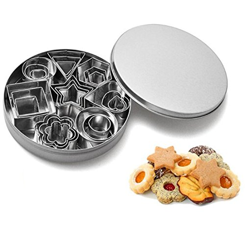 Lot de 24 mini emporte-pièces, les 8 formes les plus populaires en 3 tailles différentes pour cookies, glaçage, décoration de gâteaux, Acier inoxydable, Silver, 24 packs
