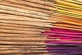 100 bastoncini di incenso indiano prodotti a mano, combinati in modo casuale fra 11 diverse fragranze: nag champa, sandalo, ambra, fiore di loto, cannella, fiore di gelsomino, fiore di henné, cedro, patchouli, fantasia e oppio; nel tuo ordine saranno incluse fino a 8 fragranze!