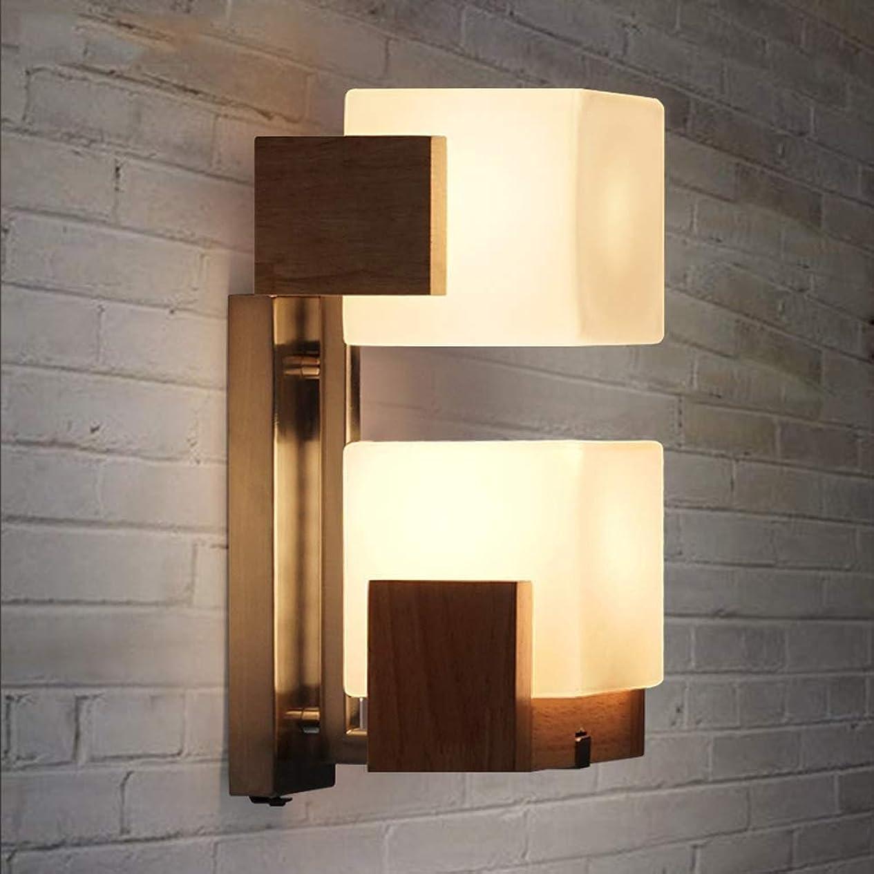 特徴ターゲット有害なZBJJ 2ライトクリエイティブスクエアソリッドウッドの壁ランプライト現代のシンプルな壁取り付け用燭台ガラスシェード用ベッドサイド廊下のリビングルーム - ホワイト