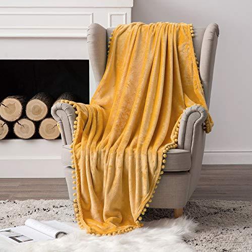 MIULEE Kuscheldecke Fleecedecke Flanell Decke Mit Pompoms Einfarbig Wohndecken Couchdecke Flauschig Überwurf Mikrofaser Tagesdecke Sofadecke Blanket Für Bett Sofa Schlafzimmer Büro 127x153cm Gelb