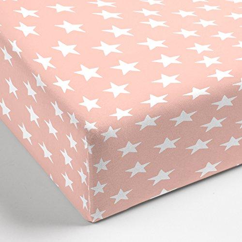 Aminata – hochwertiges Spannbettlaken á 70x140 cm aus Jersey mit Rundumgummi | Rosa mit weißen Sternen | Rosé Pink Bunt Sternchen Stars Stern Bettlaken Spannbetttuch Laken Baumwolle Kinderbettgröße