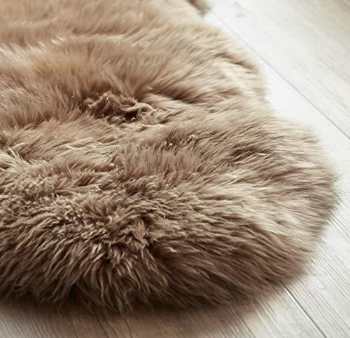 Yukon International Schaffell Teppich, ca. 90cm x 55cm, Mokka, echte Schafwolle, ökologischer Herstellung, Bettvorleger, Wohnaccessoire