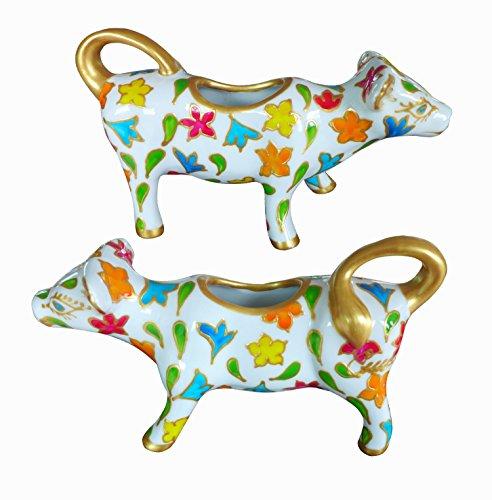 Lattiera in porcellana a forma di mucca, dipinta a mano, disegno originale 'Primavera'. Lussuoso cofanetto regalo rosa e nero.