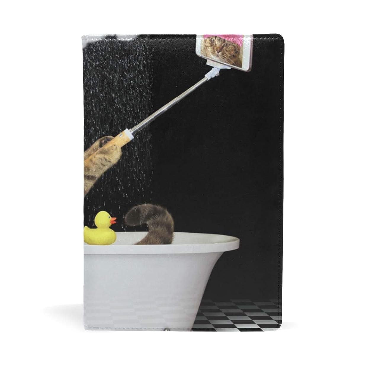 終了するショート変装雨の中でシャワ浴びる猫 ブックカバー 文庫 a5 皮革 おしゃれ 文庫本カバー 資料 収納入れ オフィス用品 読書 雑貨 プレゼント耐久性に優れ