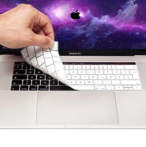 """Preisvergleich Produktbild MyGadget Tastaturschutz QWERTZ für Apple MacBook Pro 13"""" & 15 Zoll Touchbar (ab 2016) - Silikon Hülle für deutsche Tastatur - Silikonschutz in Weiss"""