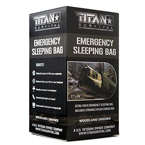 Titan extra dicker Notfall-Schlafsack aus Mylar, entworfen für NASA-Weltraum-Exploration und Wärmespeicherung. Perfekt für Survival-Kits und Go-Bags. Inklusive Nylon-Beutel mit Kordelzug und eBooks.